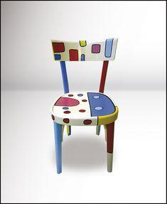 La tradizionale sedia Milano in legno di faggio, tipica dei ristoranti e delle osterie venete, si veste di nuove forme e colori. Upcycled Furniture, New Furniture, Painted Furniture, Paint Recycling, Old Chairs, Trash To Treasure, Painted Chairs, Handmade, Photo Blog