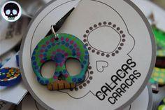 Dije con cuerito ajustable pintado en MDF  #CalacasCaracas  Pedidos vía whatsapp [ver perfil]