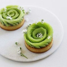 Small kiwi rose tarts on my mind - and my to-do-very-soon 💚 Credit to @majachocolat :  #CulinaryTalents  Thanks for supporting international culinary talents! Posting wonderful creations and amazing photos & videos everyday! Follow⬇ https://www.facebook.com/cheffrancisco.net/  https://www.instagram.com/culinarytalent/