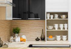 Horizontal narrow tiles, a natural choice for natural earthy look.