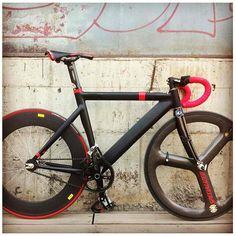 """@leaderbikeusa's photo: """"Black with red highlights make for a good looking #735 build coming from @_hunterchan_"""""""