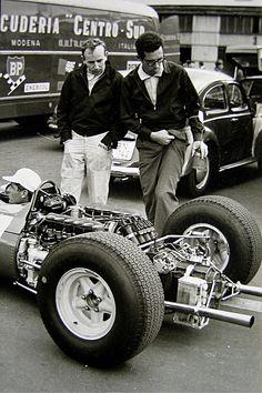 John Surtees et Mauro Forghieri en 1965