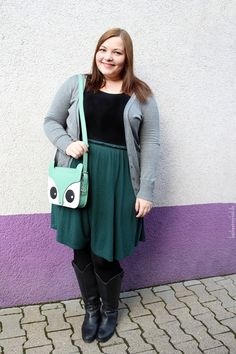 http://kathastrophal.de // Plus Size Fashion | outfit featuring a mint and berry dress and a fox bag