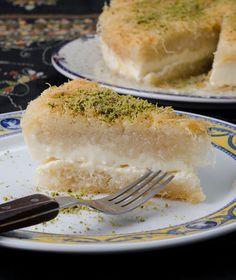 Κουνάφα Egyptian sweet Kouvafa by stelios parliaros Turkish Sweets, Greek Sweets, Greek Desserts, Arabic Sweets, Greek Recipes, Fun Desserts, New Recipes, Cooking Recipes, Favorite Recipes