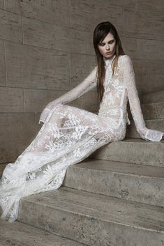 Vera Wang's new wedding dress collection is as unusual as usual. Whether it's black wedding dresses, hot pink hued gowns or kinky leather gloves, Vera Wang knows how to make a sta 2015 Wedding Dresses, Long Sleeve Wedding, Wedding Dress Sleeves, Wedding Dress Styles, Wedding Gowns, Lace Dress, Edgy Wedding, Spring Wedding, Wedding Blog