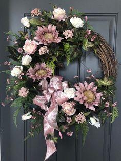 Fall Mauve Sunflower wreath/Sunflowers and Roses Autumn wreath/Fall Door Decor – Fall Wreath İdeas. Elegant Fall Wreaths, Autumn Wreaths, Holiday Wreaths, Sunflowers And Roses, Silk Flowers, Sunflower Wreaths, Floral Wreaths, Deco Mesh Wreaths, Door Wreaths