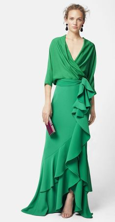 This dress is indeed a show stopper! both sassy and swanky a gorgeous green maxi wrap dress with a cascading ruffle that flows from waist top to bottom . Source by mariaont Kleider Elegant Dresses, Pretty Dresses, Formal Dresses, Wrap Dresses, Robes Glamour, Dress Skirt, Dress Up, Mode Style, Beautiful Outfits