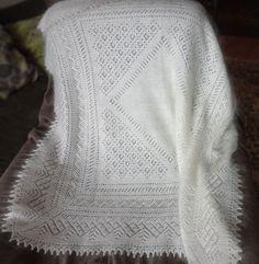 Белая вязаная шаль из белого козьего пуха, она из натуральных материалов, компактная, лёгкая и очень тёплая http://www.livemaster.ru/shalizpuha