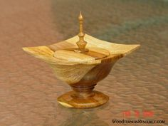 """WR Woodturning Gallery - """"Chapmanesque"""" lidded box."""