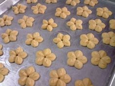 Galletas danesas Danish butter cookies (Receta propia) Con cuánta expectativa habremos abierto alguna vez esas latas de galletitas... Tea Cookies, Galletas Cookies, Cookies Receta, Empanadas, Reveal Parties, Sweet Treats, Food And Drink, Baking, Desserts