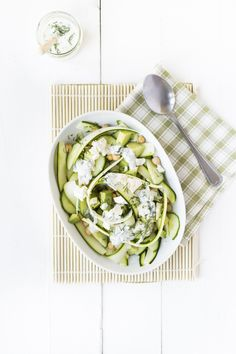 Fresh & Easy: Zucchini salad with mint dressing - WDF Zucchini Salad, Vegetarian Recipes, Healthy Recipes, Fish And Meat, Evening Meals, Salad Recipes, A Food, Clean Eating, Lunch