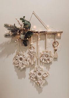 Christmas Crafts, Xmas, Kawaii Wallpaper, Yarn Crafts, Seasonal Decor, Origami, Wreaths, Seasons, Knitting
