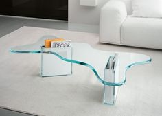 fantastischer Glas Tisch im Wohnzimmer