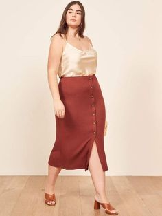 Reformation is answering the call for more size-inclusive clothing options by releasing a permanent plus-size collection. Looks Plus Size, Plus Size Tops, Midi Length Skirts, Midi Skirt, Curvy Fashion, Plus Size Fashion, Fashion Idol, Women's Fashion, Skirt Outfits