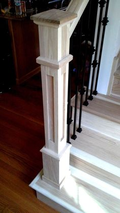 This amazing photo is honestly a notable design alternative. Stair Newel Post, Stair Posts, Stair Railing Design, Stair Handrail, Newel Posts, Staircase Remodel, Wood Staircase, Stairs Trim, Decoration Home
