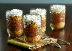 S'mores Pudding Jars from Becky Bakes (in case a campfire isn't in your plan for the summer) - this looks so yummy for my tummy Easy Desserts, Delicious Desserts, Dessert Recipes, Yummy Food, Cookie Desserts, Sweet Desserts, Dessert Ideas, Yummy Treats, Sweet Treats