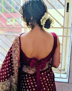 Ever since i was a little girl. Have been enchanted by this goregous tanchoi saree. This is Mogra. Indian Blouse Designs, Blouse Back Neck Designs, Bridal Blouse Designs, Sari Design, Choli Blouse Design, Silk Saree Blouse Designs, Blouse Sexy, Sleeveless Blouse, Bow Blouse