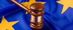 Richterhammer auf EU-Flagge: Vorbestrafter Ausländer kann aufatmen Foto…