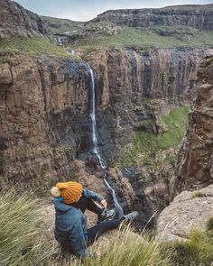 Planning a trip to South Africa? Head to the Drakensberg and tackle the Tugela Falls hike! It will take you to the mouth of the highest waterfall in Africa and reward you with breathtaking vistas of the Drakensberg mountains. Travel Goals, Travel Tips, Travel Abroad, Travel Ideas, Travel Inspiration, Tsitsikamma National Park, Travel Around The World, Around The Worlds, Famous Waterfalls