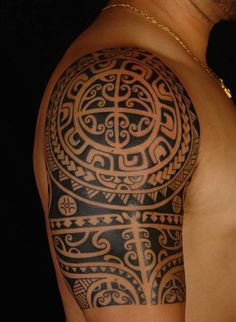 Do you know that Maori tattoos were a sign of achievements? Each of these tattoos have a different purpose to indicate the stature. Check out these superb Maori tattoo designs and get inked! Maori Tattoos, Ethnisches Tattoo, Maori Tattoo Frau, Tattoo Tribal, Tattoo Style, Marquesan Tattoos, Tattoo Motive, Samoan Tattoo, Arm Band Tattoo