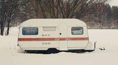 Wir werden wohl noch ein paar Mal mit unserem Schätzchenauf Tour gehen – aber viele Camper denken jetzt schon langsam daran, ihren Wohnwagen oder ihr Wohnmobil winterfestzu machen. Damit euer Fahrzeug die kalten Monate gut und trocken übersteht, gibt es…