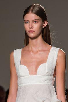 La raie droite et cheveux plaqués Victoria Beckham Fashion Week de New York