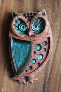 Rusty metal owl with blue enamel wing and eyes Clay Owl, Clay Birds, Ceramic Birds, Hand Built Pottery, Slab Pottery, Ceramic Pottery, Pottery Art, Ceramic Wall Art, Ceramic Clay