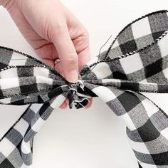 How to Make a Bow for a Wreath - Easy! Making Bows For Wreaths, How To Make Wreaths, How To Make Bows, Wreath Making, Diy Bow, Diy Ribbon, Ribbon Bows, Ribbons, Christmas Pom Pom Crafts
