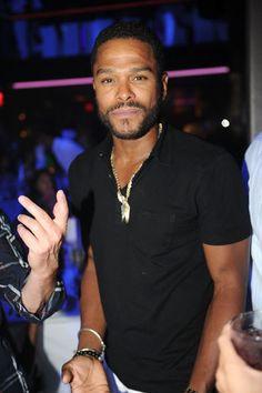Maxwell - looking a bit tired, but still gorgeous Fine Black Men, Handsome Black Men, Neo Soul, My Black Is Beautiful, Beautiful Men, Maxwell Singer, Rivera, Brooklyn, Hunks Men