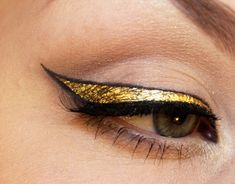 Gold liner layered over black liner, so just the edges of the black show. So glamorous, and hopefully achievable.
