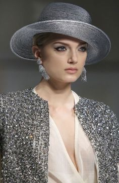 I have always thought of hats only being worn during the day but this looks gorgeous and it. Grey Fashion, Womens Fashion, Gris Rose, Stylish Hats, Church Hats, Wearing A Hat, Glamour, Love Hat, Turbans