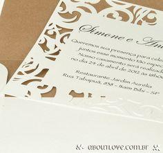 Convite-de-casamento-com-borda-rendada-em-papel-em-padrao-de-arabescos-9