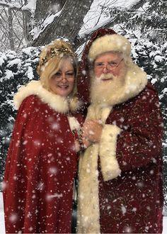 Santa Claus and Mrs Jenny Lynn Claus enjoying the winter season. Real Reindeer, Reindeer And Sleigh, Father Christmas, Christmas Stuff, Christmas Ideas, Merry Christmas, Xmas, Mrs Claus, Santa Clause
