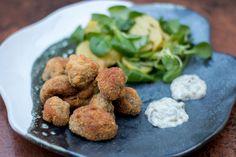 breaded mushrooms | gebackene Champignons Breaded Mushrooms, Stuffed Mushrooms, Ovo Vegetarian, Vegetarian Recipes, Tartar Sauce, Bread Crumbs, Alps, Veggies, Potatoes