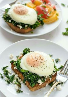 Healthy Breakfasts That Will Actually Fill You Up Hello, breakfast! This kale-feta-egg toast is super easy and has grams of proteinHello, breakfast! This kale-feta-egg toast is super easy and has grams of protein Breakfast And Brunch, High Protein Breakfast, Healthy Breakfast Recipes, Brunch Recipes, Healthy Meals, Healthy Eating, Healthy Breakfasts, Diet Breakfast, Healthy Filling Breakfast