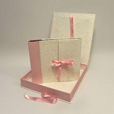 Album fotografico per bambine, battesi e cerimonie, rivestito in carta a nido d'ape e tela canapetta rosa. www.papermoonmo.it