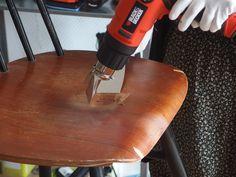 ATTENTION : Pour éviter de bruler le bois, ne maintenez pas le décapeur thermique au même endroit, restez toujours en mouvement. #DIY #Bricolage