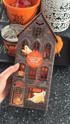 Halloween Cookies, Halloween Treats, Halloween Decorations, Halloween Inspo, Up House, Light Up, Tea Lights, Creepy, Diy