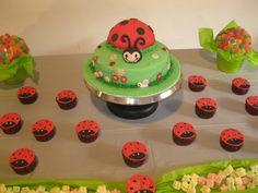 Mariquita,,, rellena de arequipe! ñam Relleno, Baby Shower, Cake, Desserts, Food, Ladybird Cake, Pastries, Food Cakes, Ladybugs