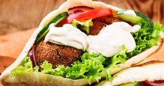 The classic falafel gets a healthy recipe makeover in this baked version loaded with veggies, flavor and nutrition! Mince Recipes, Wrap Recipes, Veggie Recipes, Yummy Recipes, Baked Falafel, Falafel Recipe, Falafel Pita, Falafel Sandwich, Healthy Eating Recipes