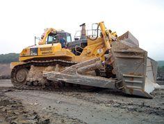 Komatsu D575. The biggest bulldozer