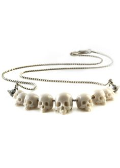 """""""Momento Mori"""" necklace, by Vivienne Westwood Skull Necklace, Skull Jewelry, Jewelry Box, Jewelry Accessories, Fashion Accessories, Jewelry Necklaces, Jewelry Design, Beaded Necklace, Jewlery"""