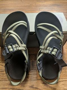 ca95d1756521 Chaco ZX2 Stealth Sole Green Strappy Hiking Sandal Women s Size 8  fashion   clothing