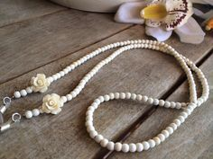 Catenella perline e fiori colore avorio.