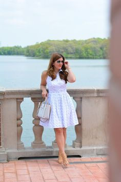 A Lily Love Affair: Summer Style: The Perfect Shirt Dress (Now 40% Off!) + GiveawayA Lily Love Affair: Summer Style: The Perfect Shirt Dress (Now 40% Off!) + Giveaway     @AnnTaylor shirt dress, Signature tote
