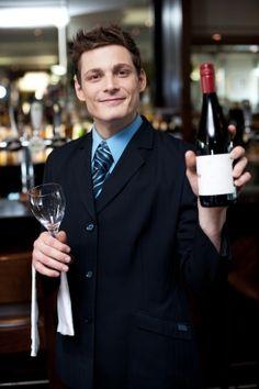 Wijn verkopen? Kies voor een passend wijnetiket: http://info.kolibrilabels.nl/blog/bid/330616/Wijn-verkopen-Kies-voor-een-passend-wijnetiket #wijn #wine #wijnbouwer #labels #etiketten