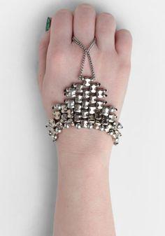 Vanguard Handpiece by Vanessa Mooney #ThreadSence #Fashion