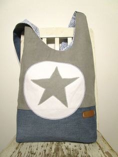 Large, casual shoulder bag made of a former jeans, gray linen and a scattered flower inner fabric in blue and white. Both the star made of linen and the . My Bags, Purses And Bags, Backpack Bags, Tote Bag, Denim Ideas, Recycle Jeans, Denim Bag, Casual Bags, Courses