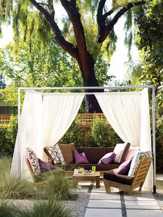 Use these easy instructions to build your own outdoor lounge