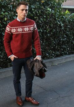 Mens Christmas Outfit Ideas Picture sunday sweater button up shirt leather jacket in hand Mens Christmas Outfit Ideas. Here is Mens Christmas Outfit Ideas Picture for you. Mens Christmas Outfit Ideas stylish christmas party outfits for men . Mens Fashion Sweaters, Sweater Fashion, Sweater Outfits, Marine Hose, Brown Leather Bomber Jacket, Leather Jackets, Party Kleidung, Christmas Fashion, Christmas Outfits For Men